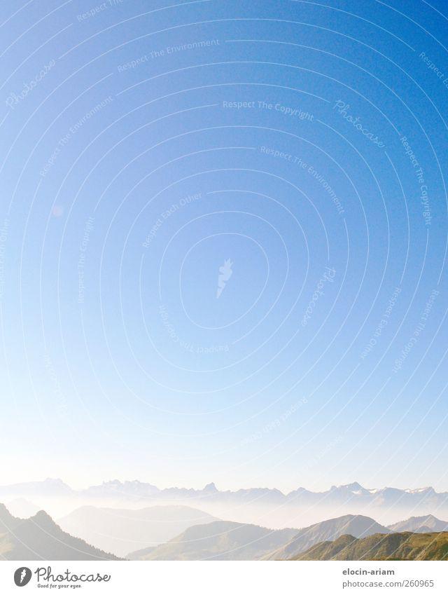 über den Bergen, kann die Freiheit so grenzenlos sein.... Natur Ferien & Urlaub & Reisen blau weiß Landschaft Ferne Berge u. Gebirge Umwelt fliegen Stein Erde