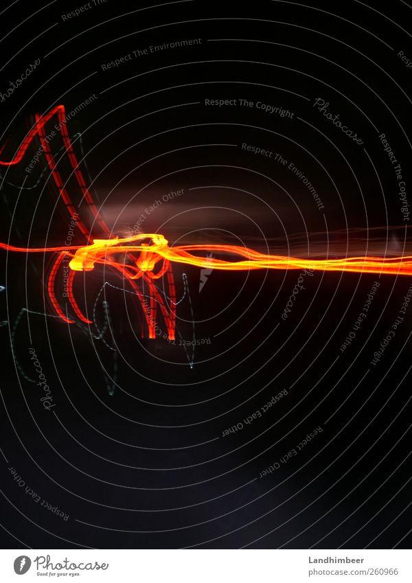 Autolichter anders. eckig Geschwindigkeit rot schwarz Farbfoto Außenaufnahme Nacht Langzeitbelichtung Leuchtspur Menschenleer gelb Zacken Linie