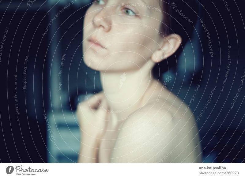 diffuse schön Haut Gesicht feminin Junge Frau Jugendliche Erwachsene 1 Mensch 18-30 Jahre berühren Denken festhalten träumen Traurigkeit nah nackt natürlich
