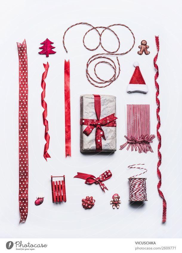 Weihnachtsgeschenk mit Schleifen und Dekoration kaufen Stil Design Feste & Feiern Weihnachten & Advent Dekoration & Verzierung Kitsch Krimskrams Sammlung