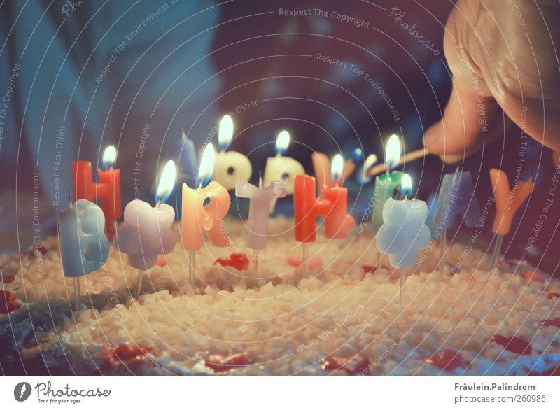 Happy Birthday. Hand Freude Glück Feste & Feiern Zusammensein Herz Geburtstag Finger Fröhlichkeit leuchten Kerze Kuchen Lebensfreude brennen lecker Streichholz