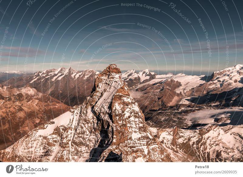 Matterhorn aus der Luft Natur Landschaft Urelemente Schönes Wetter Alpen Berge u. Gebirge Gipfel Schneebedeckte Gipfel Schweiz Europa Sehenswürdigkeit