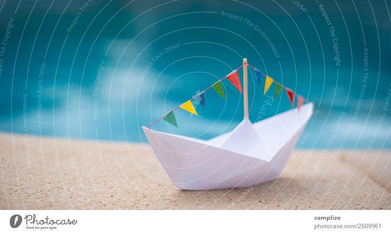 Papierschiff mit Party-Wimpelkette am Wasser Sommer Sonne Meer Freude Ferne Strand Gesundheit Leben Küste Feste & Feiern Schule Freiheit Schwimmen & Baden
