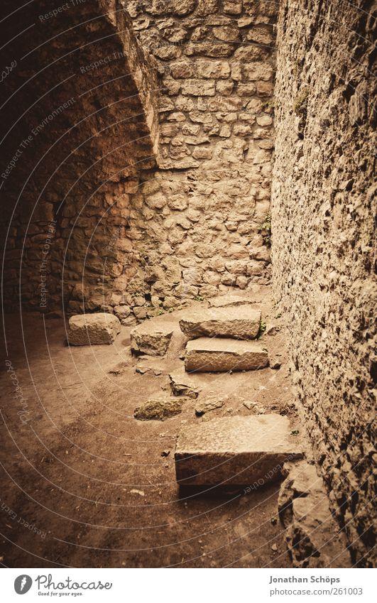 alte Gemäuer II alt Ferien & Urlaub & Reisen Wand Architektur Stein Mauer Gebäude Tourismus Vergänglichkeit Bauwerk verfallen Burg oder Schloss historisch Denkmal Ruine Frankreich