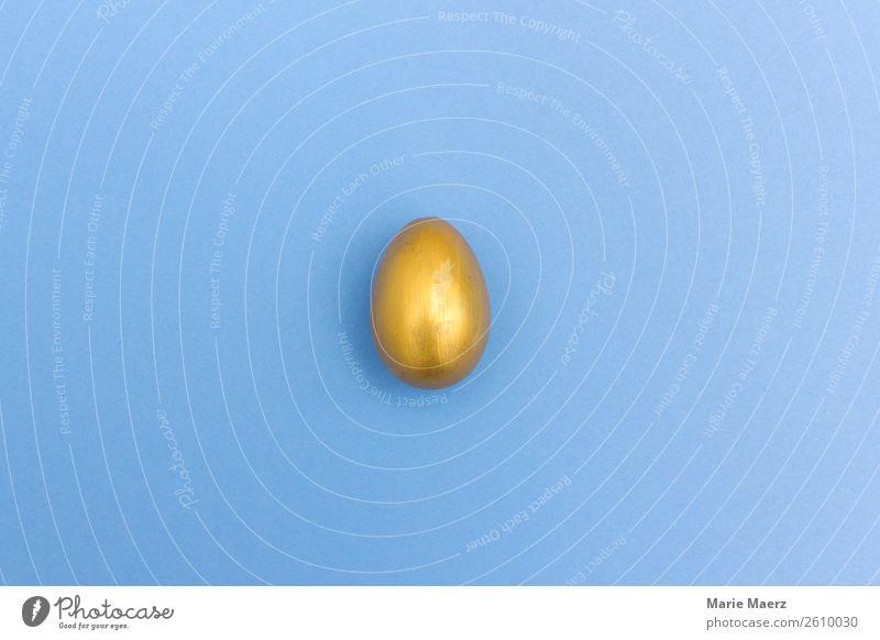 Goldenes Ei kaufen liegen außergewöhnlich Neugier blau gold Erfolg entdecken Erwartung geheimnisvoll Geld Reichtum Ziel Problemlösung minimalistisch verstecken