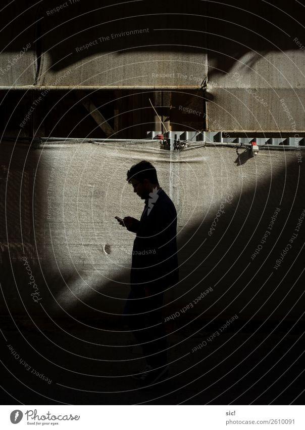 Handyman Hausbau Renovieren Baustelle Medienbranche Telekommunikation Business maskulin Junger Mann Jugendliche 1 Mensch Neue Medien L'Aquila Italien