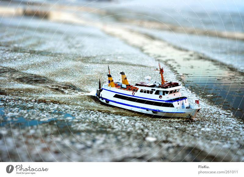 Mit Volldampf durchs Eis blau Wasser weiß Ferien & Urlaub & Reisen Winter kalt Ausflug Tourismus Frost Fluss gefroren Schifffahrt Wasseroberfläche Elbe Fähre