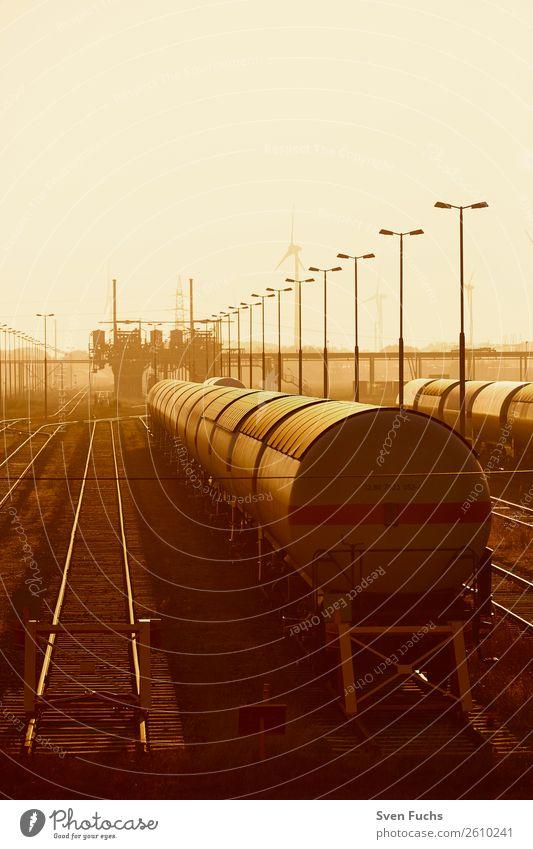 Eisenwahnwaggons im Sonnenlicht Güterverkehr & Logistik Landschaft Stadt Bahnhof Verkehr Fahrzeug PKW Eisenbahn Stahl Erdöl Perspektive Eisenbahnwaggon Ware