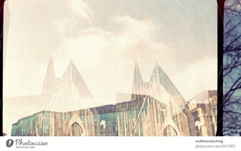 auferstanden aus Ruinen Himmel blau Stadt Wolken Religion & Glaube hell Glas Fassade lernen Kirche Zukunft Bildung Bauwerk Zeichen Glaube Wissenschaften