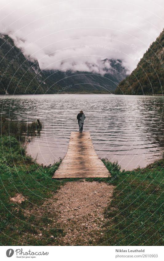 Am Ende des Steges ruhig Ferien & Urlaub & Reisen Ausflug Abenteuer Berge u. Gebirge wandern Mensch feminin Junge Frau Jugendliche Erwachsene 1 18-30 Jahre