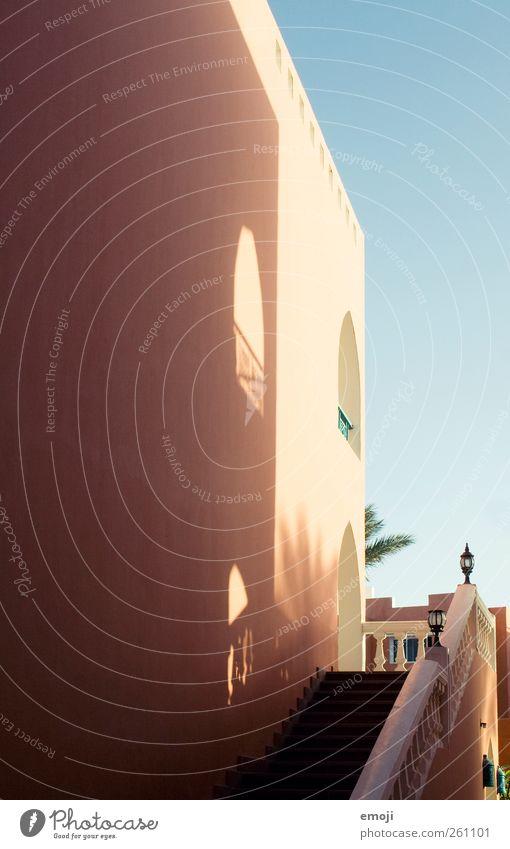 Lichtmalerei Haus Fenster Wand Wärme Mauer Fassade Hotel mediterran Einfamilienhaus Traumhaus Resort