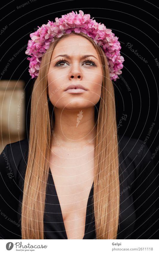 Schönes Porträt eines blonden Mädchens Lifestyle Freude Glück schön Haut Gesicht Mensch Frau Erwachsene Natur Blume Mode Lächeln Liebe Erotik Fröhlichkeit