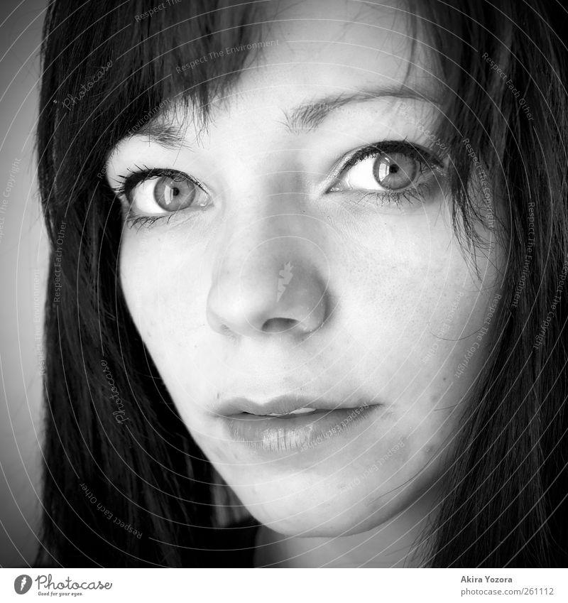 Behind those Eyes Mensch Jugendliche weiß schwarz Gesicht Erwachsene feminin grau Beginn 18-30 Jahre Neugier Junge Frau