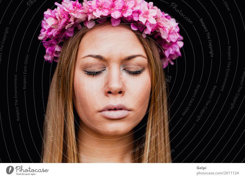 Schönes Porträt eines blonden Mädchens Lifestyle Freude Glück schön Haut Gesicht Mensch Frau Erwachsene Natur Blume Mode Lächeln Liebe träumen Erotik