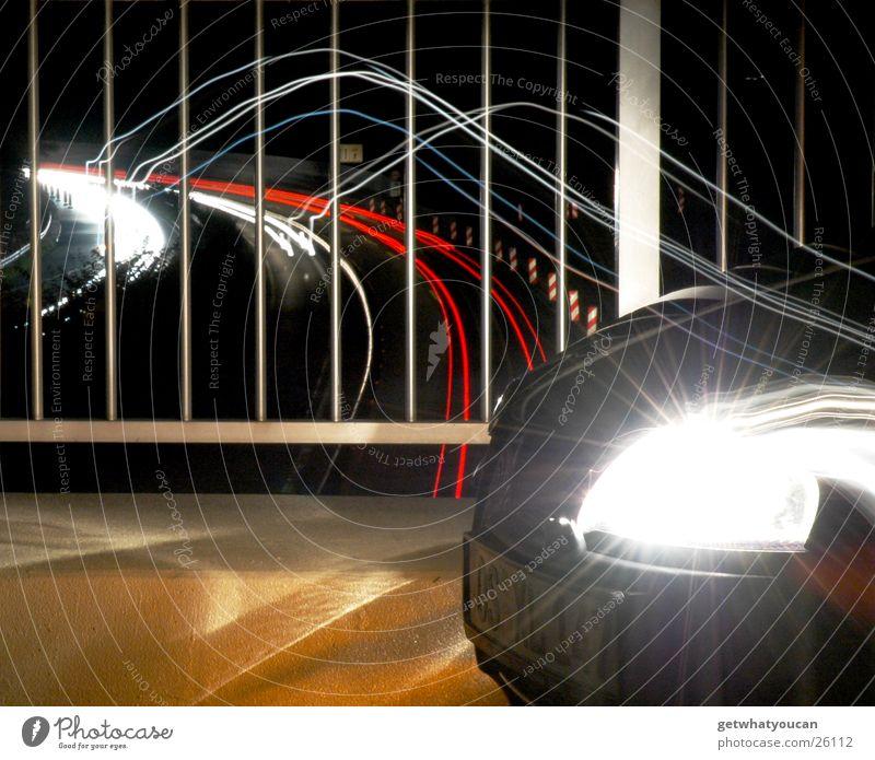 Kreuz und Quer das Lichtermeer Teil2 Autobahn dunkel rot weiß Nacht Ecke Langzeitbelichtung Geschwindigkeit Schnauze Verkehr PKW Geländer Angelköder hell