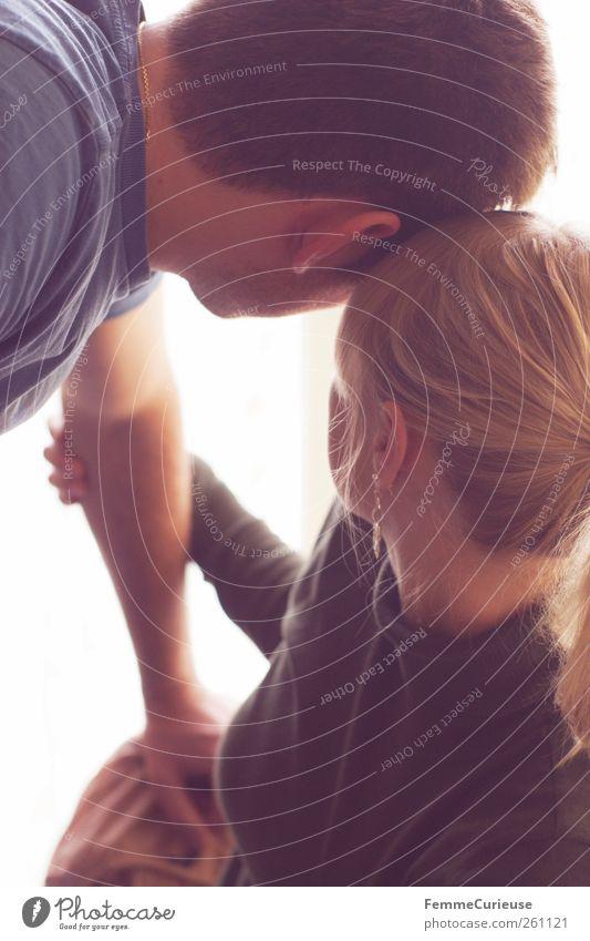 Liebe. Freude maskulin feminin Junge Frau Jugendliche Junger Mann Erwachsene Paar Partner Kopf Arme 2 Mensch 18-30 Jahre berühren genießen Blick kuschlig dünn
