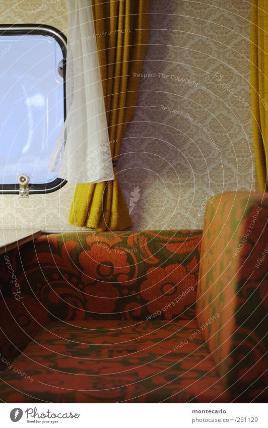 Camping alt weiß rot Ferien & Urlaub & Reisen gelb dunkel Stil Innenarchitektur Raum Freizeit & Hobby Design Tourismus authentisch Häusliches Leben Lifestyle