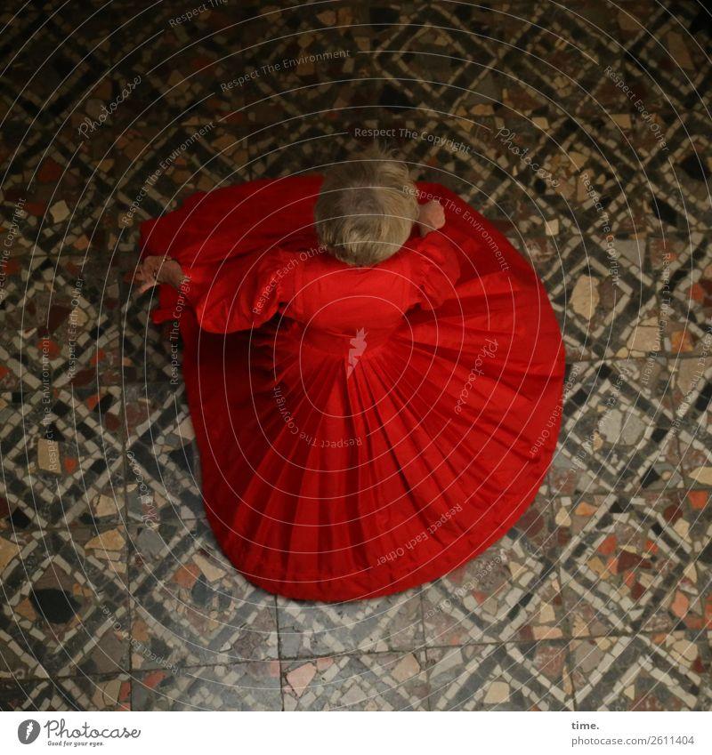 Dura Frau Mensch schön Freude Erwachsene Leben Wege & Pfade feminin Bewegung Freiheit Raum blond ästhetisch Kreativität Lebensfreude Tanzen