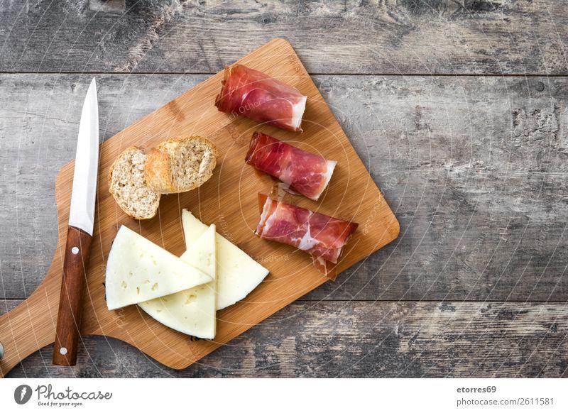 Spanischer Serrano-Schinken, Käse und Wurstwaren Prosciutto Lebensmittel Gesunde Ernährung Foodfotografie Fleisch iberisch Italienisch Snack roh Frühstück