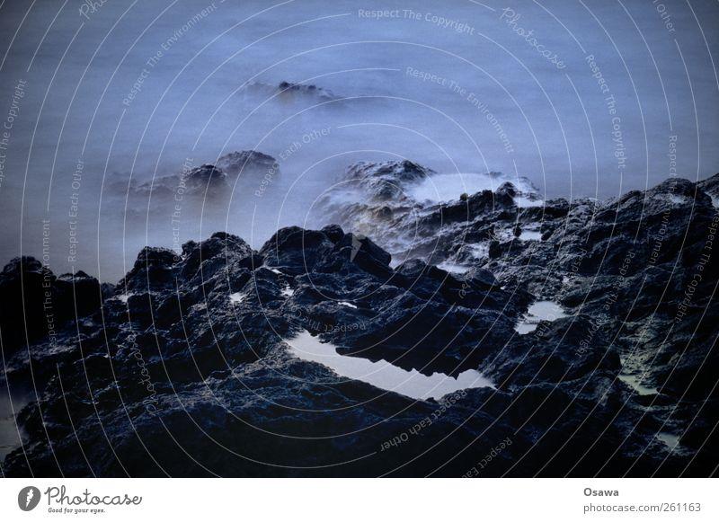 Felsen Küste Wasser Wellen Nebel Dunst steil dunkel See Meer Reflexion & Spiegelung Insel Formation Surrealismus Langzeitbelichtung Außenaufnahme