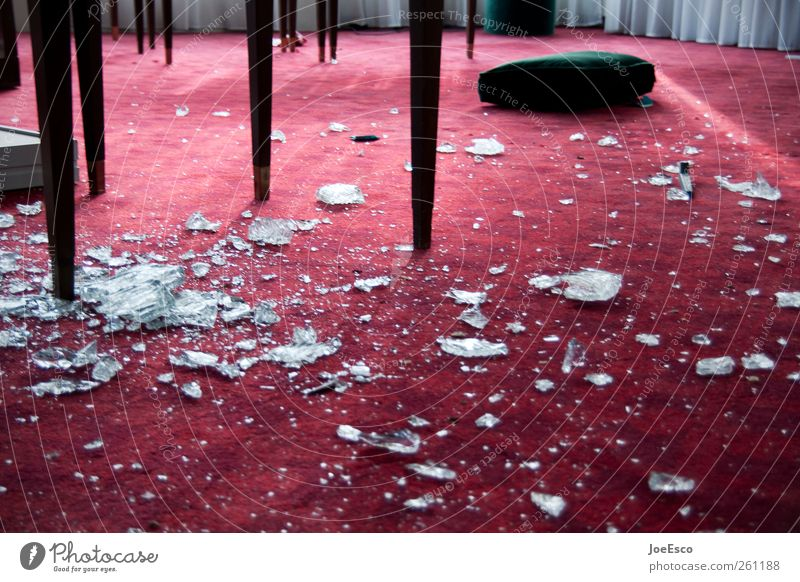 #261188 Häusliches Leben Renovieren Umzug (Wohnungswechsel) einrichten Innenarchitektur Möbel Tisch Raum Wohnzimmer Feste & Feiern dunkel kuschlig kaputt rot