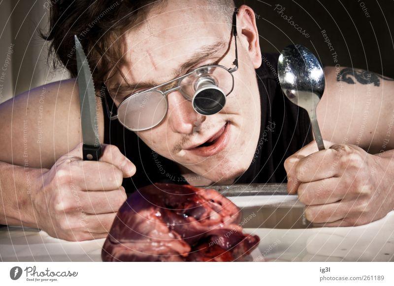 Valentinstag - Innere Werte Mensch Mann Jugendliche Erwachsene Leben Gefühle lustig Essen Herz außergewöhnlich 18-30 Jahre Brille beobachten Junger Mann Appetit & Hunger Blut