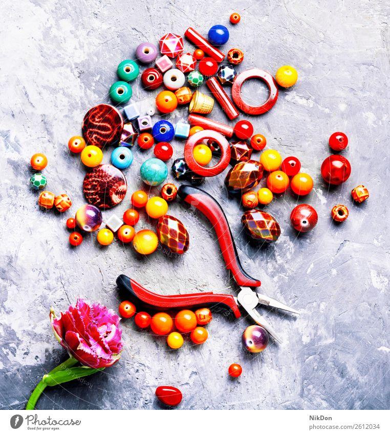 Perlen für Schmuck Wulst Tulpe Blume Frau Dekoration & Verzierung Handwerk handgefertigt Accessoire Sicken Mode farbenfroh Design Makro Stein Hobby Kunst Stil
