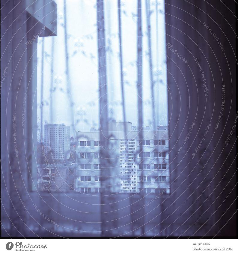 Tristes Monamur Lifestyle Häusliches Leben Wohnung Kunst Umwelt Menschenleer Hochhaus Fassade Balkon Fenster Gardine entdecken Blick alt eckig trendy trashig