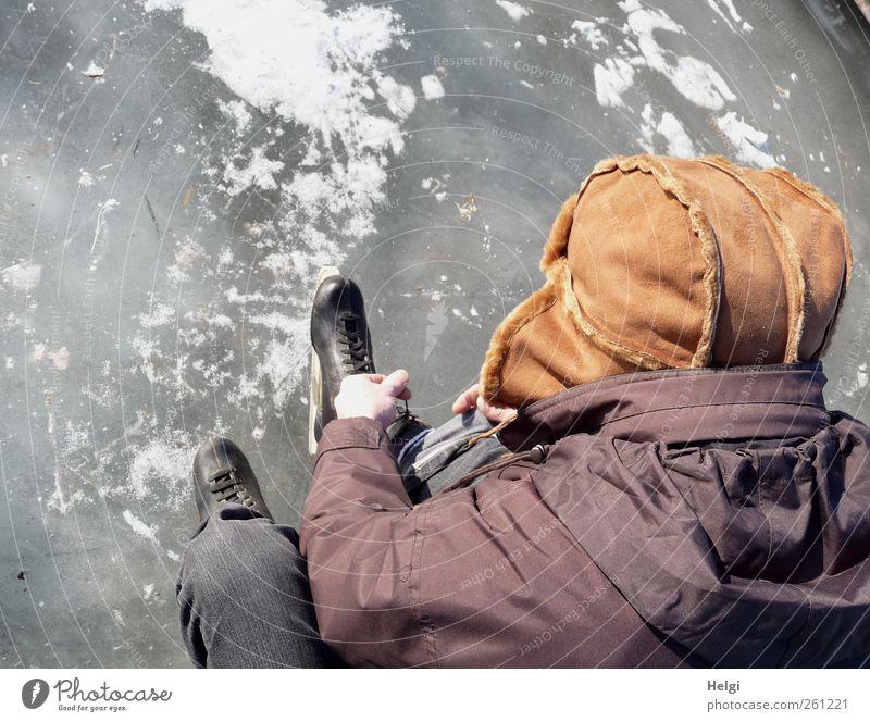startbereit... Freizeit & Hobby Winter Wintersport Schlittschuhlaufen Schlittschuhe Mensch maskulin Mann Erwachsene Männlicher Senior Leben 1 60 und älter