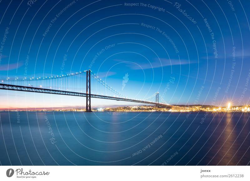 Längst getrennt Himmel blau schön Architektur gelb Schönes Wetter groß Brücke historisch Fluss Sehenswürdigkeit Skyline Güterverkehr & Logistik Lissabon Tejo