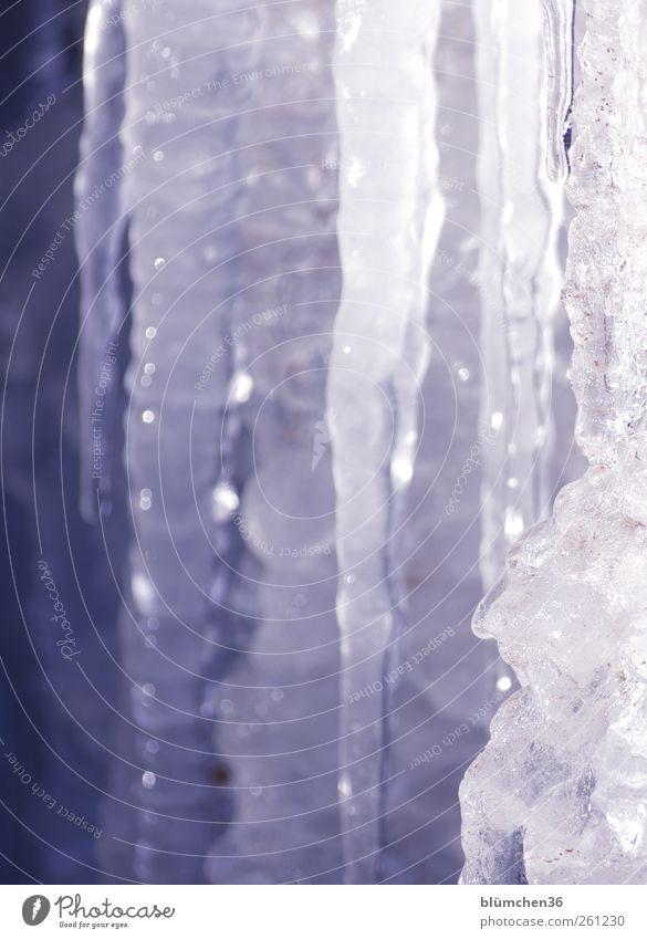 Eiskalt erwischt [MINI-UT INNTAL 2012] Wasser blau weiß Winter kalt Eis nass Klima Wachstum leuchten Frost Spitze gefroren frieren hängen durchsichtig