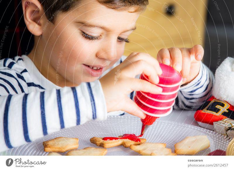 Kind Mensch Weihnachten & Advent Farbe Hand Erholung Freude Gefühle Familie & Verwandtschaft Glück Junge Feste & Feiern klein Freizeit & Hobby