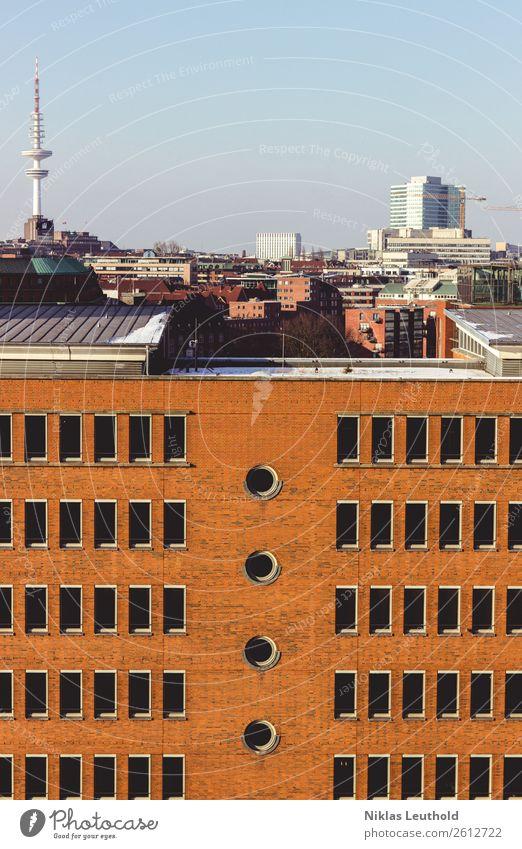Hamburg + Speicherstadt Ferien & Urlaub & Reisen Sightseeing Städtereise Winter Baumaschine Alte Speicherstadt Stadt Hafenstadt Skyline bevölkert Haus Hochhaus
