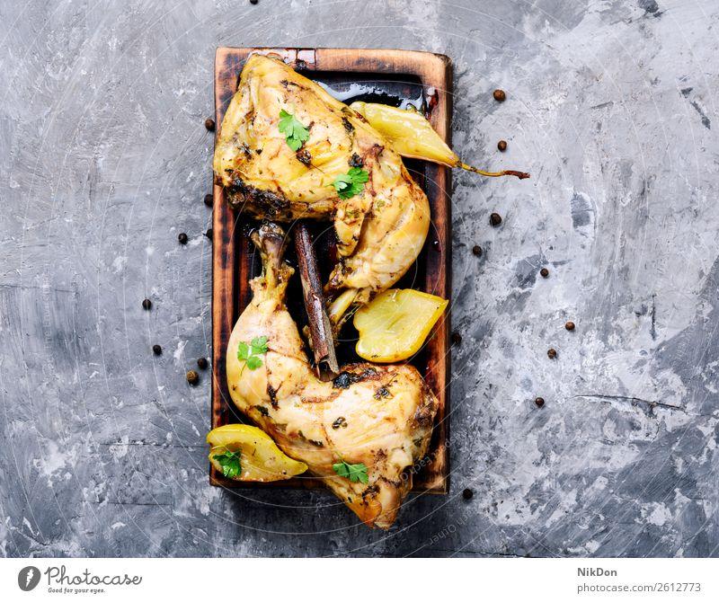 In Birne geschmortes Huhn Hähnchen Fleisch gebacken Mahlzeit herbstlich Gebratenes Huhn Aprikose Saucen gebraten Braten gegrillt gebackenes Huhn Amerikaner