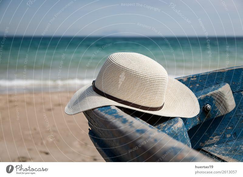 Hut im Boot am Strand Lifestyle Stil Design Leben Ferien & Urlaub & Reisen Meer Tisch Schere Maßband Frau Erwachsene Mann Küste Wasserfahrzeug Mode Bekleidung