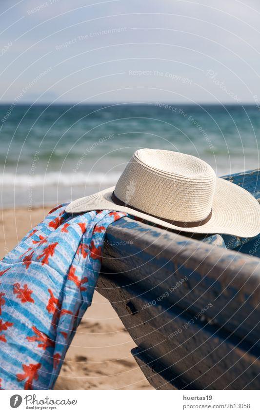Hut im Boot am Strand Lifestyle elegant Stil Design Leben Ferien & Urlaub & Reisen Meer Tisch Schere Maßband Frau Erwachsene Mann Küste Bootsfahrt