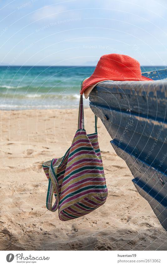Tasche und Hut auf dem Boot Lifestyle Stil Design Leben Ferien & Urlaub & Reisen Strand Meer Tisch Schere Maßband Frau Erwachsene Mann Küste Wasserfahrzeug Mode