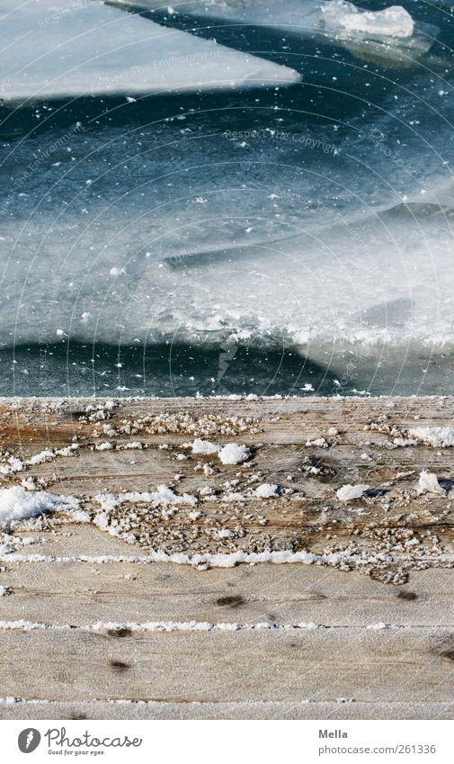 Baby, es gibt Eis* Umwelt Natur Wasser Frost Seeufer Holz kalt natürlich blau Zeit Steg Schiffsplanken Am Rand Eisscholle gefroren Farbfoto Außenaufnahme
