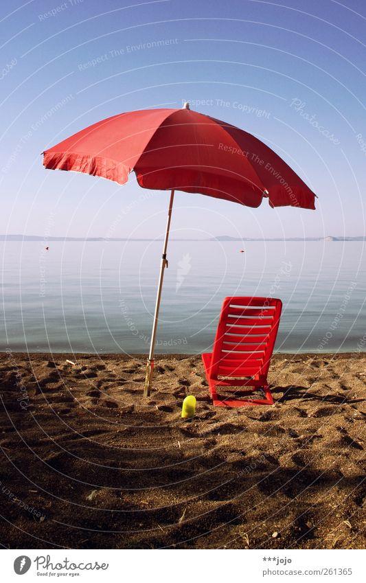 wärmer. Ferien & Urlaub & Reisen Tourismus Sommer Sommerurlaub Sonne Sonnenbad Strand Meer Sonnenschirm Sandstrand See Liegestuhl Badeurlaub Wärme Gewässer