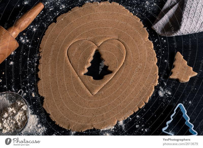 Lebkuchenteig auf schwarzem Holztisch Teigwaren Backwaren Lifestyle Winter Küche Feste & Feiern Weihnachten & Advent Tradition obere Ansicht Bäckerei backen