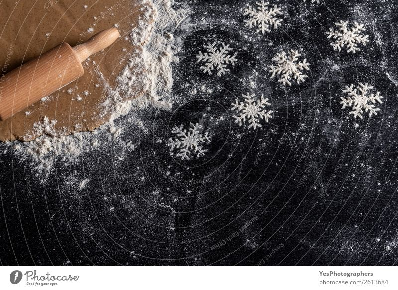 Schneeflocken aus Weißmehl Teigwaren Backwaren Süßwaren Winter Tisch Küche Feste & Feiern Weihnachten & Advent Tradition obere Ansicht Bäckerei backen