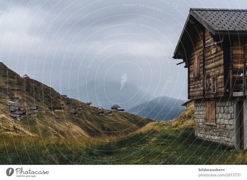 Dem Himmel nahe sein Freizeit & Hobby Tourismus Klettern Bergsteigen wandern Landschaft Wolken Gewitterwolken Herbst schlechtes Wetter Berge u. Gebirge Gipfel