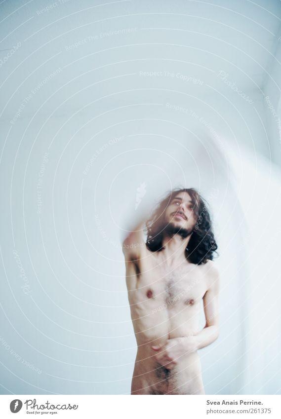 minimal. maskulin Junger Mann Jugendliche Körper Haut Brust Bauch 1 Mensch 18-30 Jahre Erwachsene brünett langhaarig Locken Bewegung dünn Plastiktüte Folie