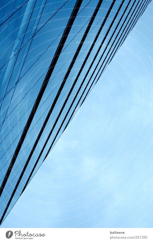 fiftyfifty Büro Wirtschaft Dienstleistungsgewerbe Himmel Wolken Düsseldorf Stadtzentrum Menschenleer Hochhaus Bauwerk Gebäude Architektur Fassade Fenster Glas
