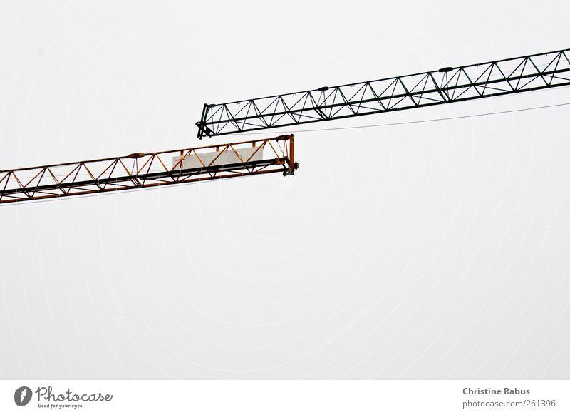 bitte komme noch näher! Arbeit & Erwerbstätigkeit Handwerker Baustelle Baumaschine Technik & Technologie Luft Himmel Menschenleer Metall Stahl berühren eckig