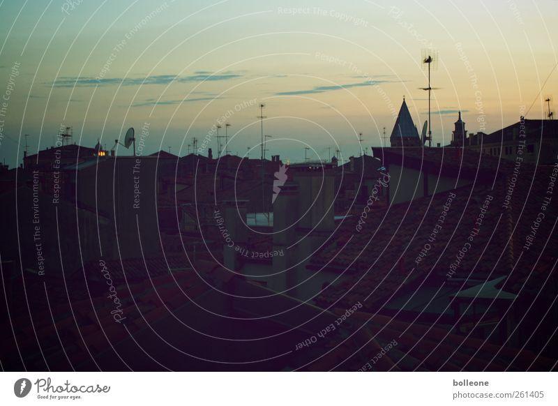 Es dämmert in Venedig Himmel Stadt Ferien & Urlaub & Reisen Wolken schwarz Haus ruhig Tourismus Dach Italien Skyline Schornstein Antenne