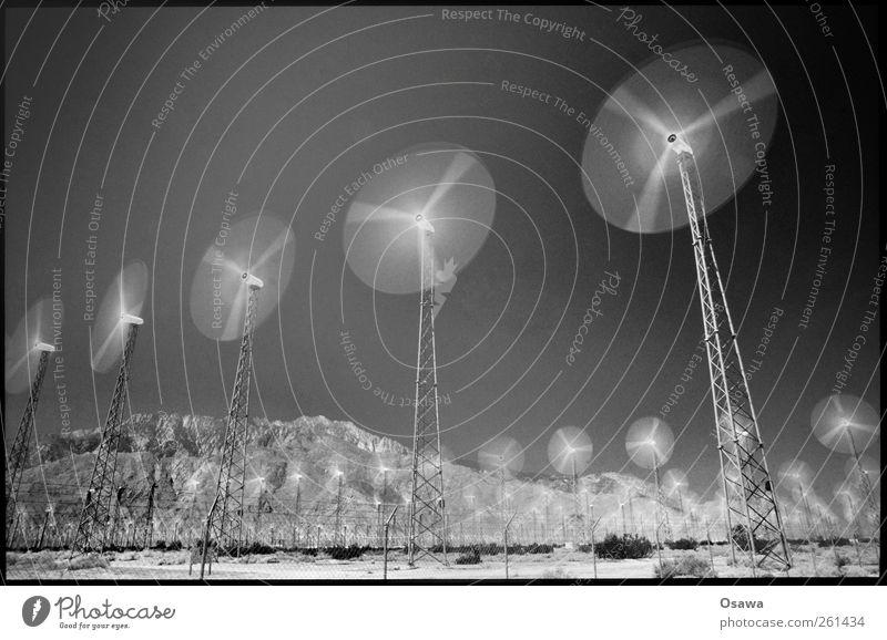 Windenergie Energiewirtschaft Erneuerbare Energie Windkraftanlage Energiekrise Landschaft Wolkenloser Himmel Hügel Felsen innovativ Klima nachhaltig Umwelt