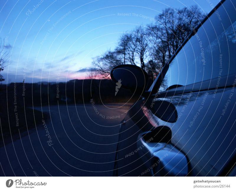 Lichtspiel am Automobil Himmel Baum Wolken schwarz Straße PKW Tür Verkehr Hügel Spiegel Kurve Fensterscheibe Griff 147