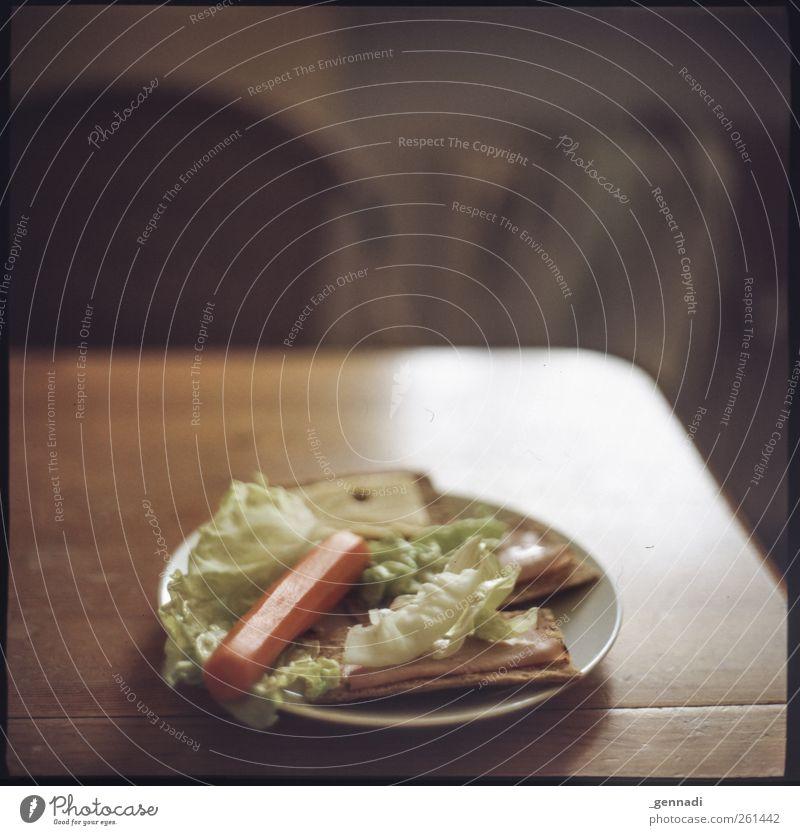 Knäckebröd und Co Brot Knäckebrot Möhre Salat Salatblatt frisch Gesundheit Gemüse Teller Tisch Rahmen analog Ernährung Lebensmittel lecker Mahlzeit knackig