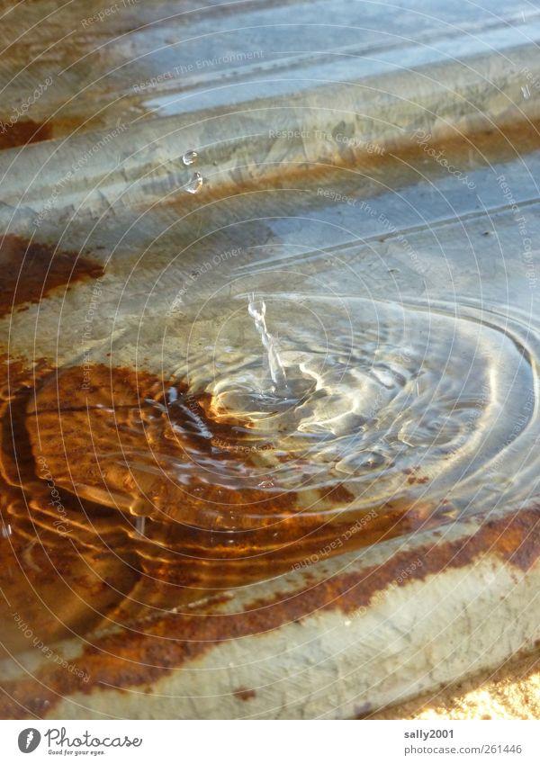 Jetzt taut's [MINI-UT INNTAL 2012] Wasser kalt nass frisch Wassertropfen Tropfen Flüssigkeit Rost Momentaufnahme Blech spritzen tauen Tauwetter Wasserspritzer